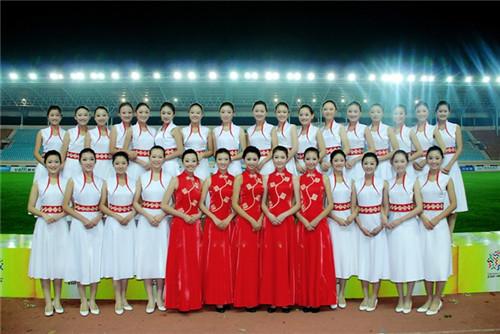 十几年来,青岛旅游学校礼仪队在李琳,袁利老师的带领下一直活跃在青