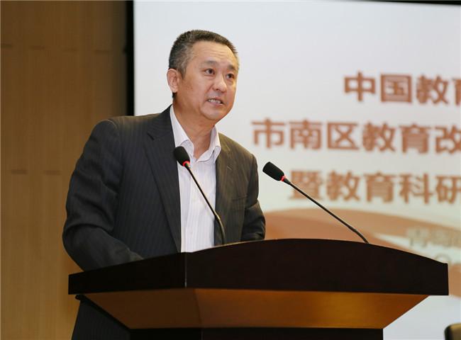 市南区教育体育局局长赵辉介绍市南区十三五课题情况